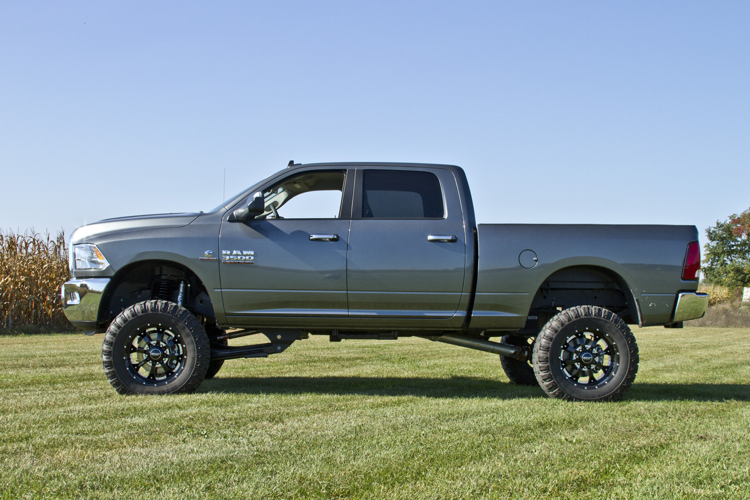 hires image dodge_3500_13s_6in_ajpg - Lifted Dodge Ram 2013